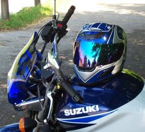 GSX 1400 mit passendem Helm
